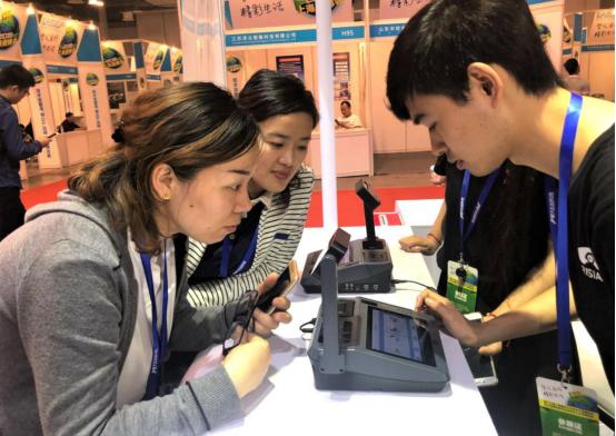 聚虹光电引爆上海安博会,虹膜ATM掀起体验热潮