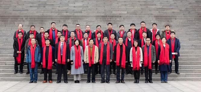 伏特+CEO丁明磊向日照职业技术学校捐赠助学金