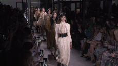 """东方品牌西游记,纽约时装周居然有品牌被""""拎""""着上了场?"""