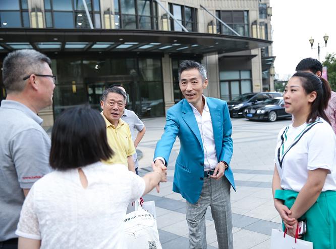 海福乐上海旗舰展厅迎百余名四川家具人参观交流