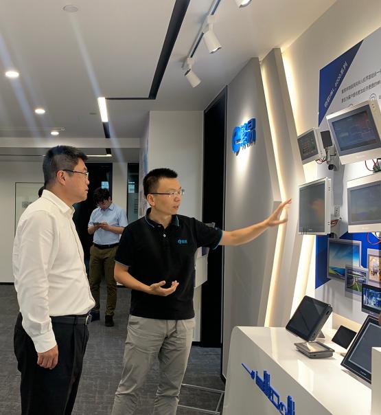 楊浦區領導蒞臨上海繁易參觀指導,致力推進企業發展